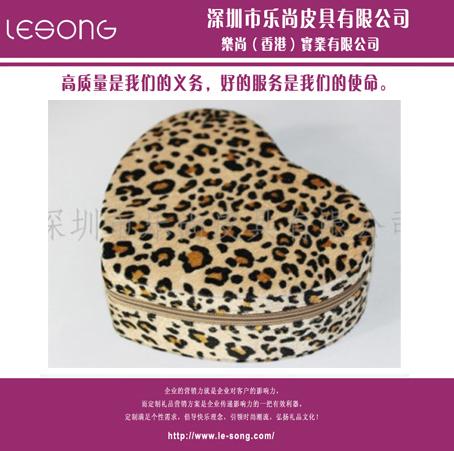 LS1103豹纹桃心盒